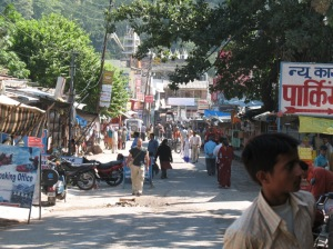 street in laxshman jhula