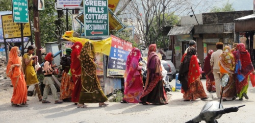 colorful Saturday Tourists On the Way Down to the Ganga3