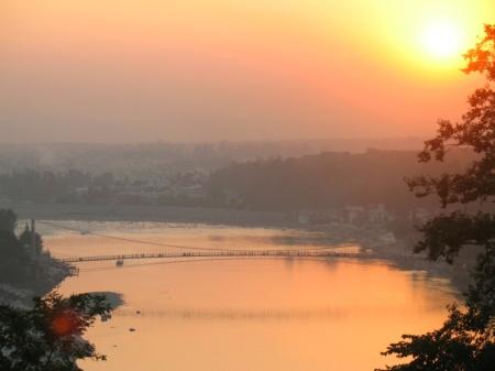 wpid-RemovableUSBdisk1DOCUMENTS-from-FMy-Picturesfavorite-scenes-from-rishikeshram-jhula-sunset3-good.JPG.jpg