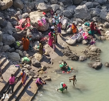 ganga bathing (2)