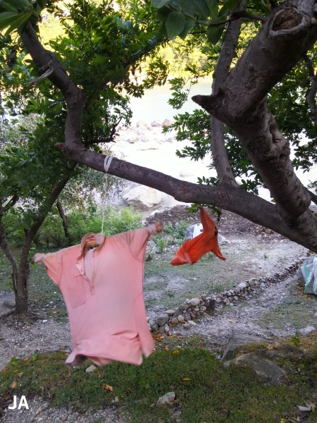 CLOTHES DRYING AND BEING IRONED BY THE WIND
