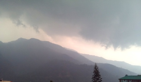 STORM ROLLING IN OVER THE MOUNTAIN